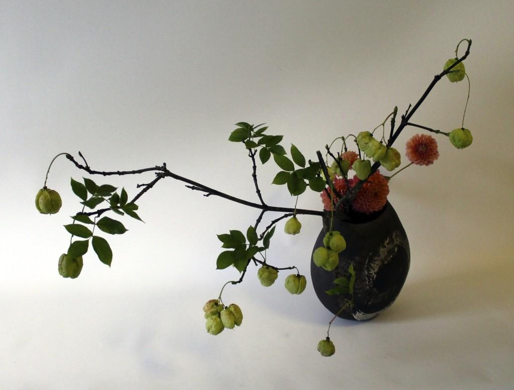 Das Material dafür lag am Arbeitsplatz und die Vase in der ich arrangiert habe wurde mittels Tombola verlost. - Foto: Doris Wolf